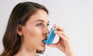 Por que o tratamento da asma é beneficiado pelo uso de medicamentos via inalatória?