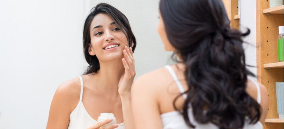 Quais substâncias estão mais associadas à firmeza e sustentação da pele?