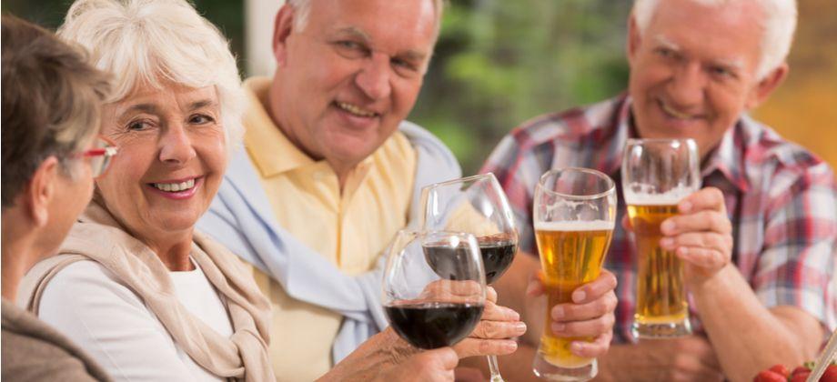 Por que o consumo de álcool é um fator de risco para osteoporose?