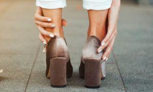 Usar sapatos apertados facilita o aparecimento de varizes?