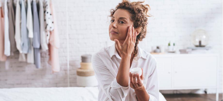 Quais outros benefícios à pele um hidratante oferece?