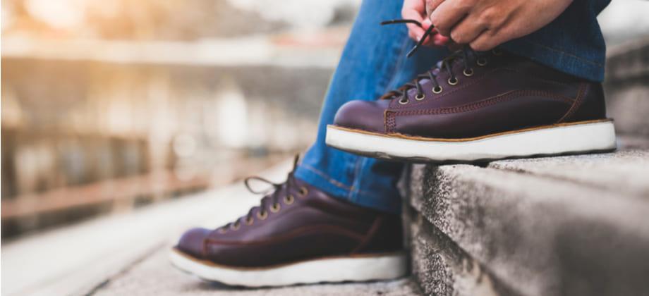 Usar sapatos fechados por muito tempo pode contribuir para fragilização das unhas? Por quê?