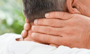 A osteoporose pode provocar danos nos ossos da região do pescoço?
