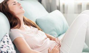 Obstrução intestinal: O que é esse sintoma que pode ser causado pela endometriose?
