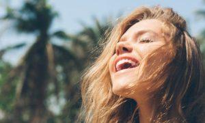 A pele do rosto é mais sensível aos efeitos do sol?