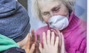 Como ajudar um familiar com coronavírus sem correr riscos?
