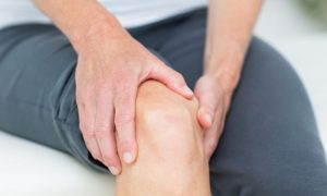 Como um anti-inflamatório de uso crônico pode ajudar pacientes com artrite reumatoide?