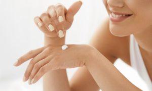 Qual a importância de hidratar as mãos depois da rotina de limpeza com água e sabão?