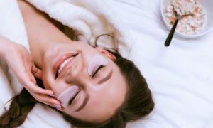 Como aproveitar o período de isolamento social para tratar manchas na pele?
