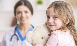 Quais especialidades médicas são importantes para o tratamento da síndrome de Turner?