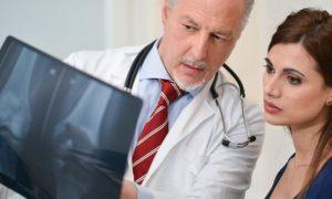 Qual é a diferença entre a artrite reumatoide e a osteoartrite?