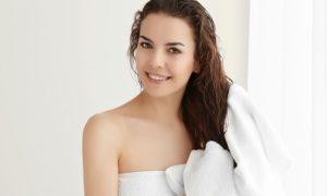 Como o óleo de borragem atua no fortalecimento dos cabelos?
