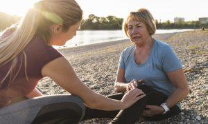 Compensar o peso do corpo em um joelho pode precipitar um quadro de osteoartrite?