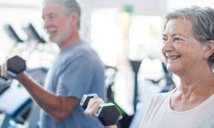 É necessário consultar um especialista antes de iniciar uma rotina de exercícios para fortalecer as articulações?