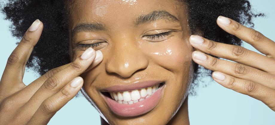 Quais são os benefícios do protetor solar específico para pele oleosa?