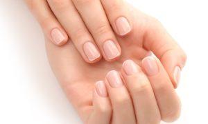 Qual é a vitamina mais importante para a saúde das unhas?