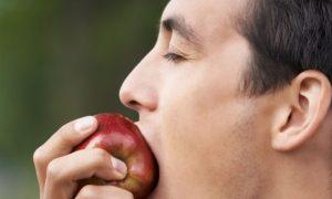 Uma alimentação com poucos nutrientes pode atrapalhar o tratamento da calvície?