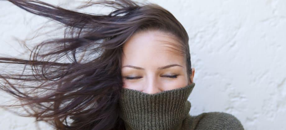 Épocas mais frias do ano influenciam a saúde do cabelo? Qual a explicação?