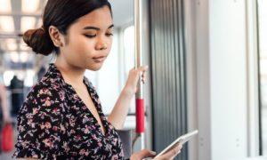 Varizes: Ficar muito tempo em pé no transporte público piora os sintomas?