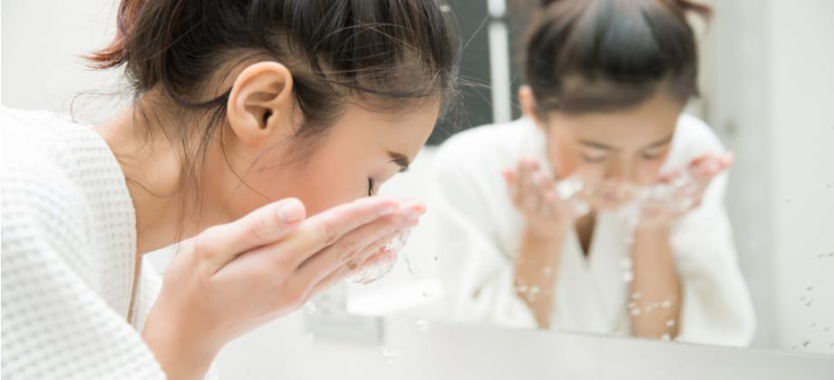 Como deve ser feita a limpeza da pele sensível?