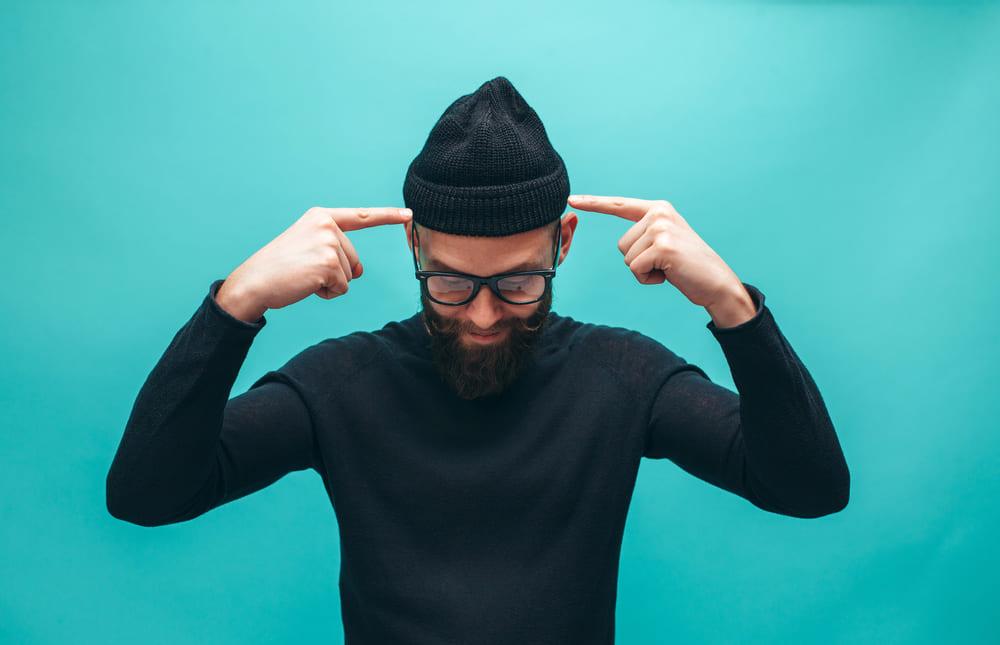 O uso de gorros pode ser um fator que desencadeia a calvície?