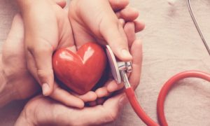 Quais órgãos, além do coração, podem ser afetados pela hipertensão?