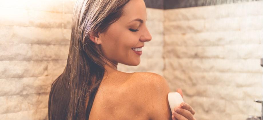 Por que um sabonete comum pode prejudicar uma pele sensibilizada?