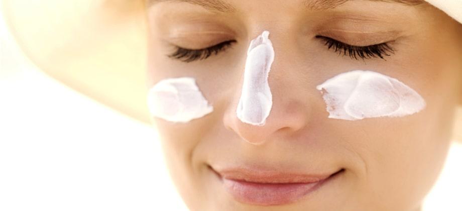 É preciso usar protetor solar na área protegida pela máscara?