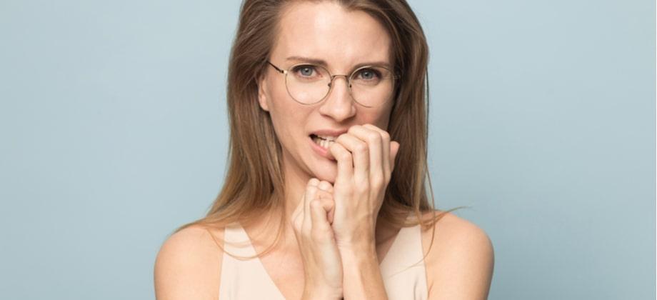 Pessoas que roem as unhas para mantê-las curtas colocam em risco a saúde ungueal?