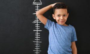 Quais são as consequências da puberdade precoce no longo prazo?