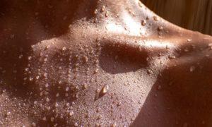 É possível deixar a pele bronzeada com segurança? Se sim, como?