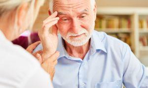 Como distinguir os primeiros sinais do Alzheimer do processo natural de envelhecimento?