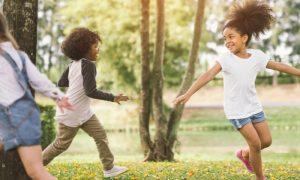 Crianças criadas em apartamento podem desenvolver a imunidade mais lentamente do que aquelas que crescem em casas com quintal?