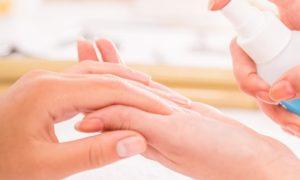 O que pode potencializar ainda mais o efeito de bases fortalecedoras de unhas?