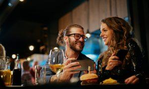 Dia dos namorados do intolerante à lactose: dicas para evitar desconfortos