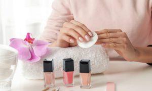 O uso constante de acetona é um fator que enfraquece as unhas?