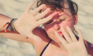 A pele sensível sofre mais com a ação do sol e poluição atmosférica?