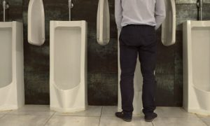 Saiba o que pode causar a redução do fluxo urinário