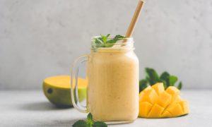 Receita sem lactose: smoothie de manga e coco