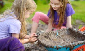 Contato com a sujeira pode fortalecer a imunidade da criança?