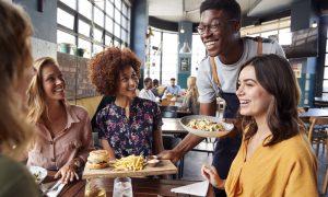 Intolerância à lactose: dicas para conseguir sair com os amigos sem os perrengues
