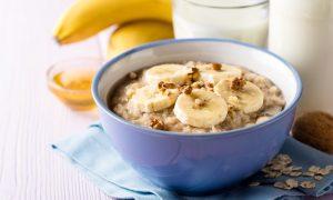 Receita sem lactose: mingau de aveia com banana