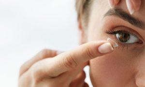 Como evitar que o uso de lentes de contato leve à síndrome do olho seco?